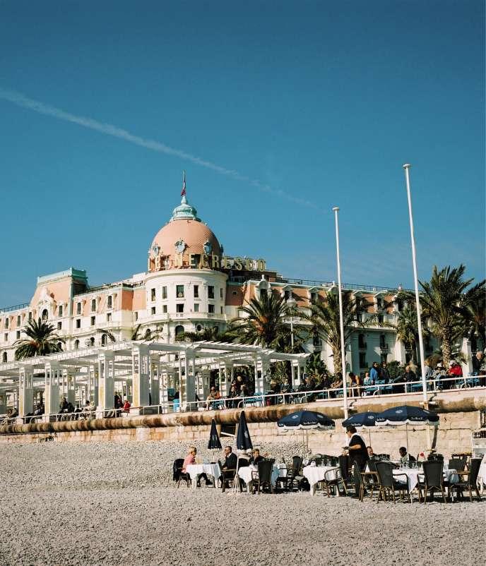 L'hôtel de luxe vu depuis la promenade des Anglais, à Nice, en février.