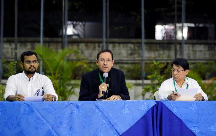 Pour l'heure, seul le nonce apostolique Waldemar Stanislaw Sommertagreste comme « témoin »de l'Eglise à la table des négociations, ici le 5 mars à Managua