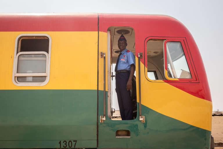 Le train reliant Accra, la capitale ghanéenne, et le port de Tema, le 29 février 2019.