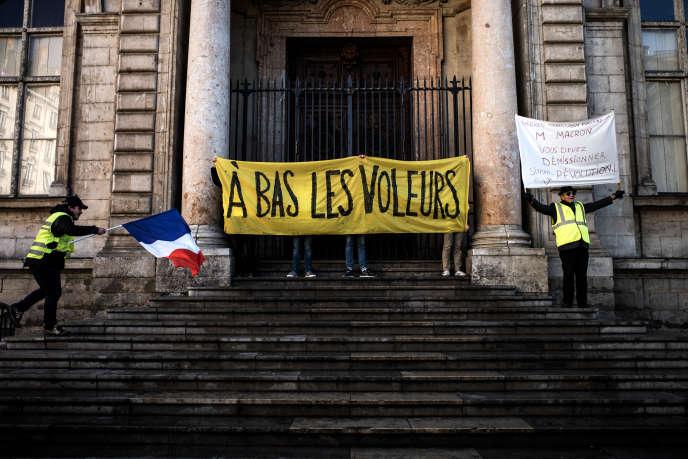 Manifestation de « gilets jaunes », le 24 novembre 2018, à Lyon.