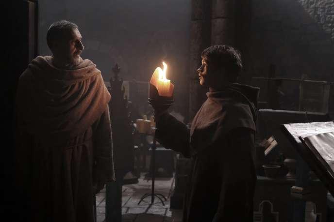 John Turturro etDamian Hardung dans« Le Nom de la rose».