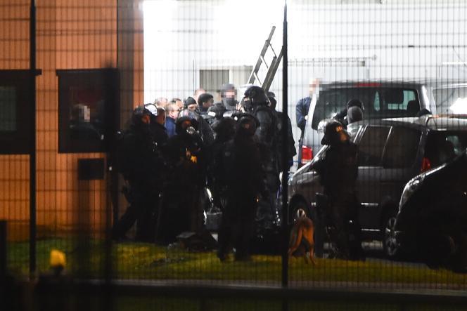 Intervention du RAID après«l'attaque terroriste»survenue le 5mars à la prison de Condé-sur-Sarthe (Orne).