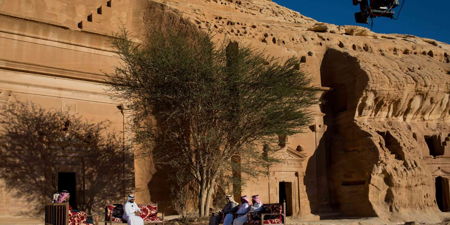 Al-Ula, Saudi Arabia – 01, February, 2019.       An Emarati television's program is filmed live with Mada'in Saleh in the background.