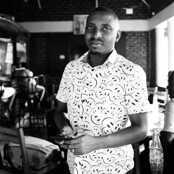 AKigali, en janvier 2019, Gilbert Nyonkuru, journaliste à la Radio publique africaine (RPA). Réfugié au Rwanda depuis 2015,il produisait une émission de radio à succès «Nomukura he », où la jeunesse burundaise venait pour parler «amour, copinage, fiançailles».