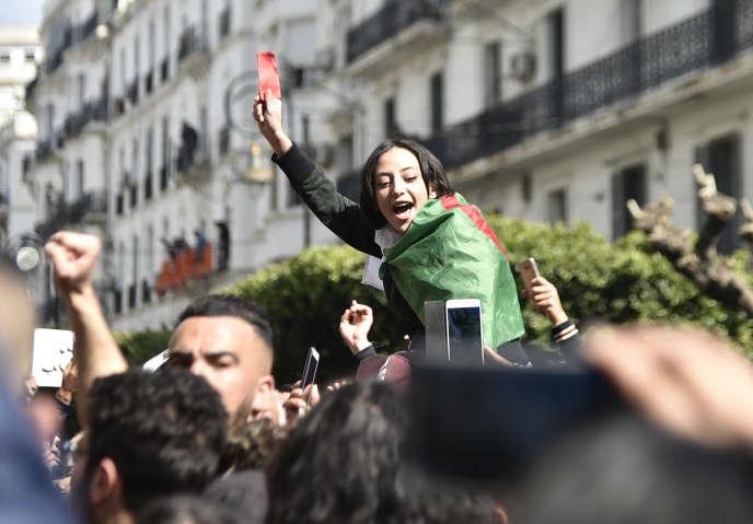 Alors qu'elles sont officiellement interdites depuis 2001 dans la capitale, les manifestations sont quasi quotidiennes à Alger depuis le début de la contestation.