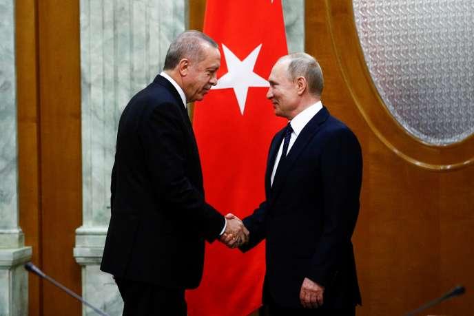 Le président turc, Recep Tayyip Erdogan (à gauche), et son homologue russe, Vladimir Poutine, à Sotchi, sur les bords de la mer Noire, le 14 février.