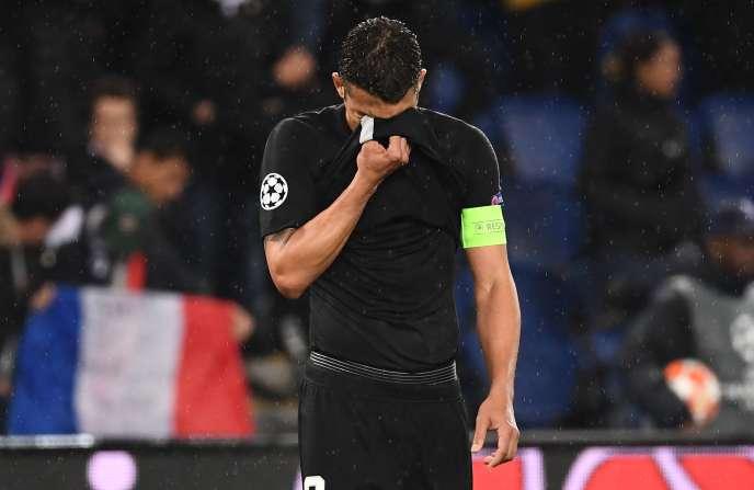Le défenseur du PSG, Thiago Silva, après la défaite de son équipe(1-3), face à Manchester United, à Paris, le 6 mars.