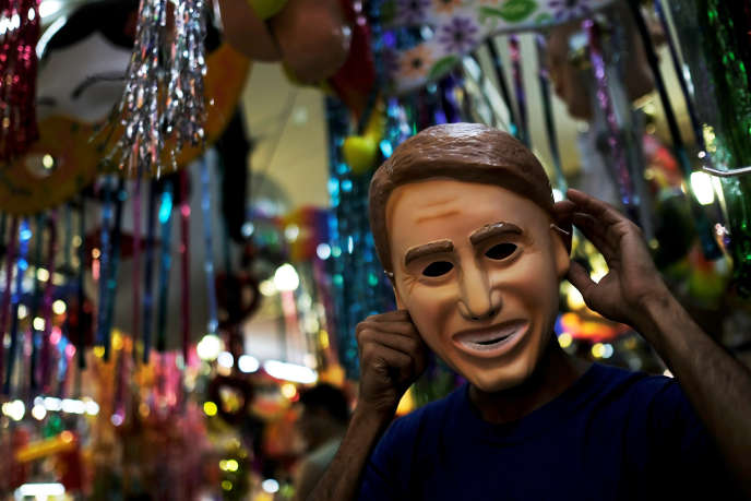 Le chef d'Etat brésilien Jair Bolsonaro moqué lors du carnaval, ici à Sao Paulo, le 22 février.