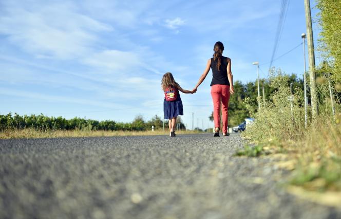 Sur le chemin de l'école à Vertou, en Loire-Atlantique, en 2016.