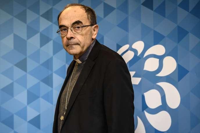 Philippe Barbarin avait annoncé, lors d'une conférence de presse le 7 mars 2019, qu'il allait démissionner, à la suite de sa condamnation pour ne pas avoir dénoncé les abus sexuels de mineurs par l'un de ses prêtres.
