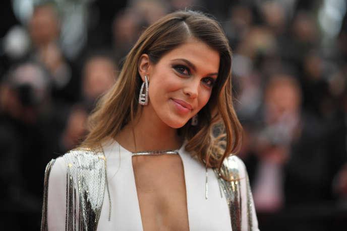La Miss Univers 2016 Iris Mittenaere, au Festival de Cannes le 10 mai 2018.