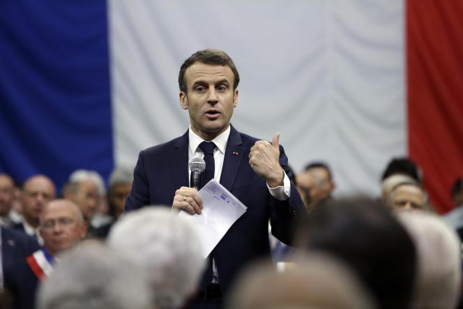 Emmanuel Macron, lors d'une réunion du grand débat national à Gréoux-les-Bains, dans les Alpes-de-Haute-Provence, jeudi7mars.