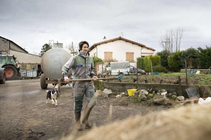 Jessy Trémoulière, dans la ferme familiale de Bournoncle-Saint-Pierre (Haute-Loire), le 7 février.