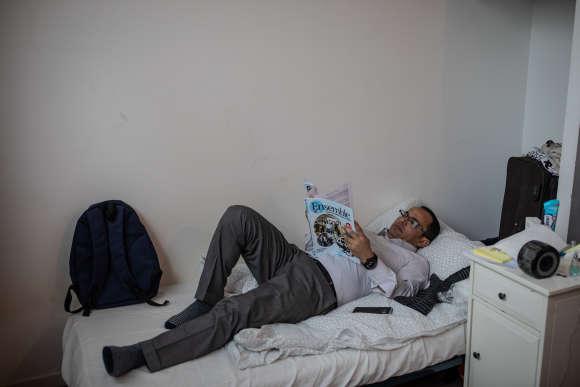 Ameen Al-Safa, journaliste yéménite, essaye d'apprendre le français. ©Laurence Geai