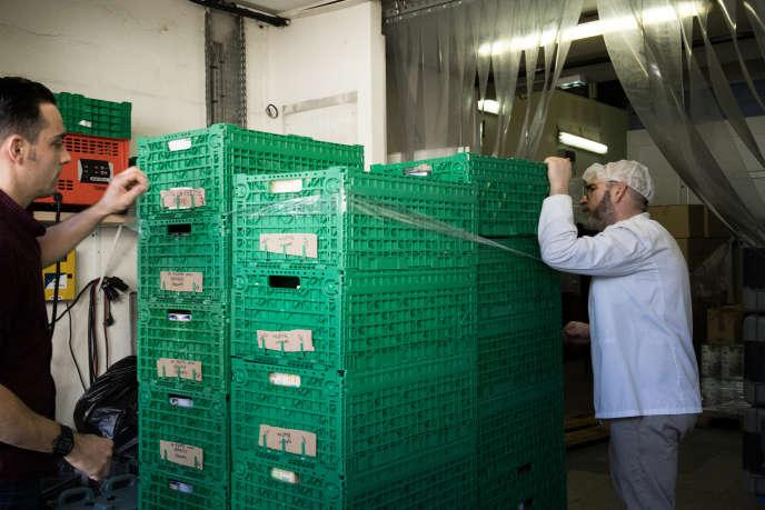 Le chantier d'insertion des Restos du cœur à Aubervilliers (Seine-Saint-Denis), où se trouvent les cuisines et d'où partent les sept camions qui iront fournir les sites de distribution de Paris.