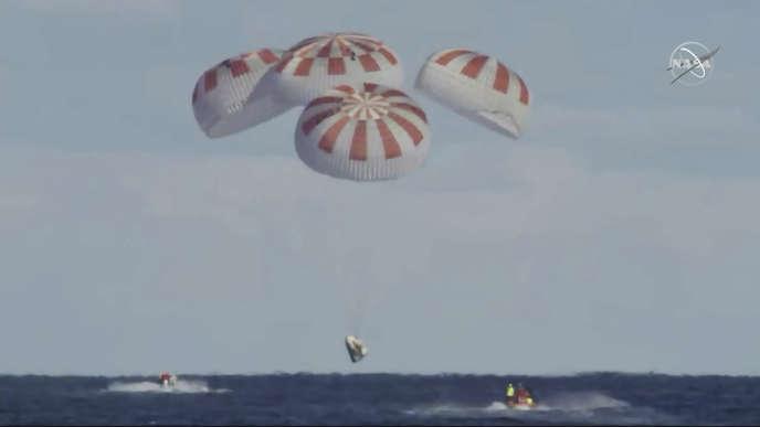 La capsuleCrew Dragon de SpaceX a amerri, vendredi 8 mars, dans l'océan Atlantique, après plus de six jours dans l'espace.