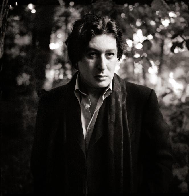 Alain Bashung, au bois de Boulogne, à Paris, en 2002.