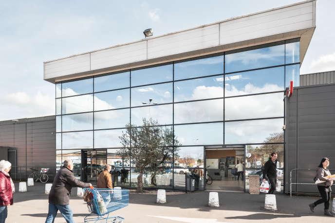 L'hypermarché Leclerc de Loudun (Vienne) affiche aujourd'hui un chiffre d'affaires de 35 millions d'euros annuels et emploie 117 personnes.