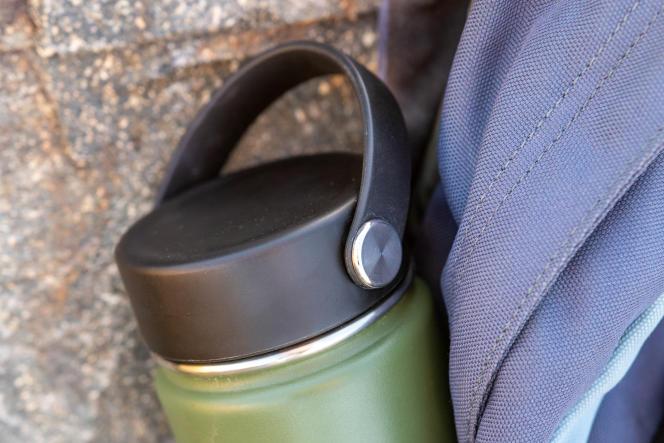Le couvercle souple de la Hydro Flask à goulot large est facile d'utilisation et n'a pas fui au cours de nos essais.