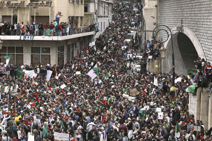 Manifestation contre un cinquième mandat d'Abdelaziz Bouteflika à Alger, le 8 mars.