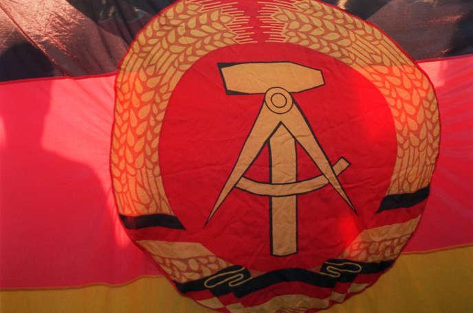 Le drapeau de l'ex-République démocratique allemande(RDA).