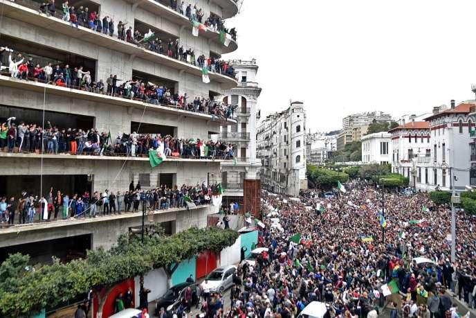 Manifestation contre un cinquième mandat d'Abdelaziz Bouteflika, à Alger, le 8 mars 2019.