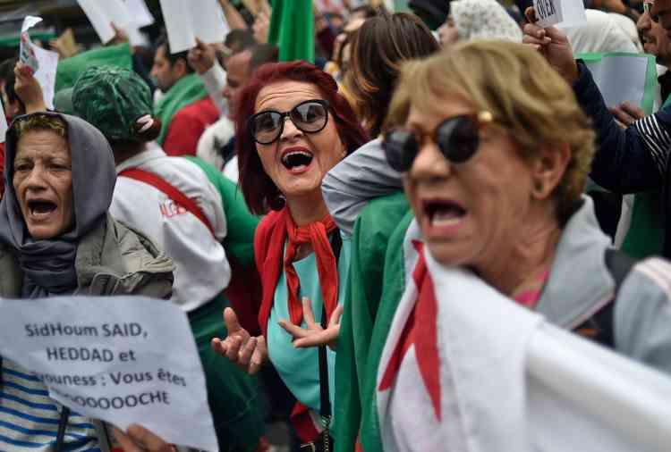 Les manifestations se sont accompagnées de chants demandant au président de renoncer à un cinquième mandat.