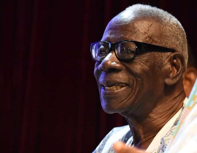 Bernard Dadié a reçu le premier prix Jaime Torres Bodetdécerné par l'Unesco, le 11 février 2016, à Abidjan.