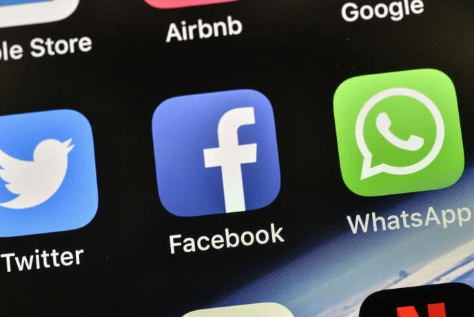 De nombreuses applications pour smartphones sont adossées à un site Web, voire utilisent des technologies du Web, comme Facebook.