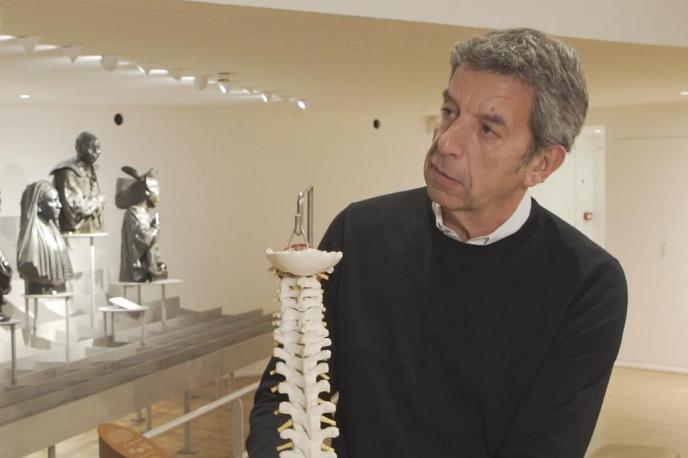 Michel Cimes accompagne durant quatre semaines trois patients et leurs médecins sur le chemin délicat de la guérison.