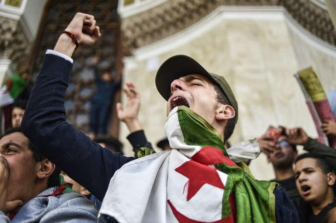 Les lycéens ont manifesté dans le calme à Alger dimanche matin.