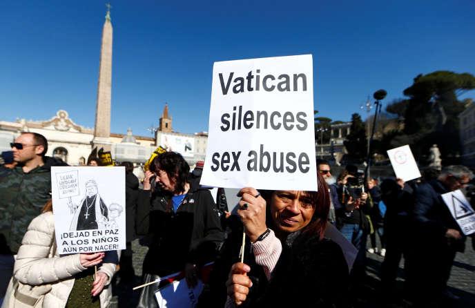 Marche pour la « tolérance zéro» au Vatican le 23 février pour dénoncer les abus sexuels dans l'église catholique.