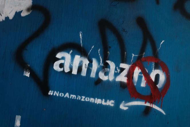 Des graffiti anti-Amazon à Long Island, New York, en février.