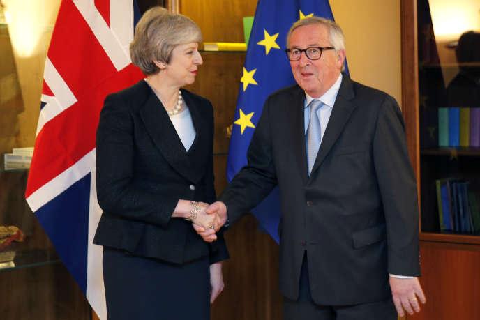 La première ministre britannique Theresa May et le président de la Commision européenne Jean-Claude Juncker à Strasbourg lundi 11 mars 2019.