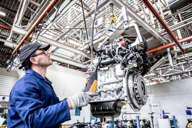 Dans l'usine Trémery-Metz (Moselle) de PSA qui est dédiée à la fabrication de moteurs et de boîtes de vitesses.