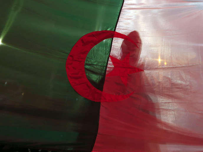 Dans les rues d'Alger, après l'annonce du président Bouteflika qu'il ne briguera pasde cinquième mandat à la tête du pays, le 11mars.
