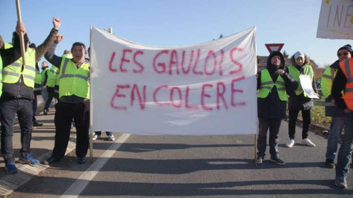Manifestation de «gilets jaunes» en Picardie, fin2018.