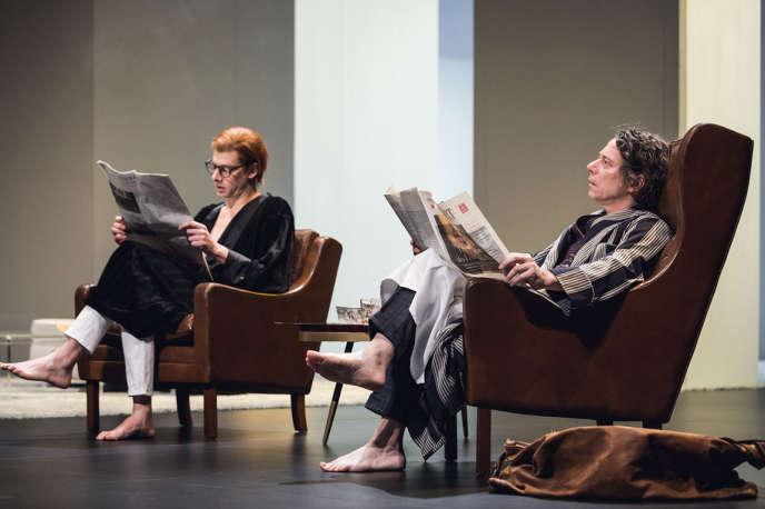 Micha Lescot etMathieu Amalric dans« La Collection», d'Harold Pinter, mise en scène par Ludovic Lagarde au Théâtre des Bouffes du Nord.