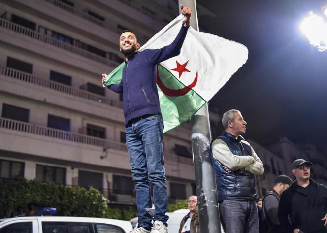 A Alger, le 11mars 2019, après l'annonce par le président Abdelaziz Bouteflika qu'il ne briguera pas un cinquième mandat.