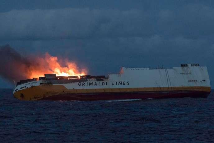 L'incendie au bord du« Grande-America» a débuté dimanche 10 mars, dans la soirée.