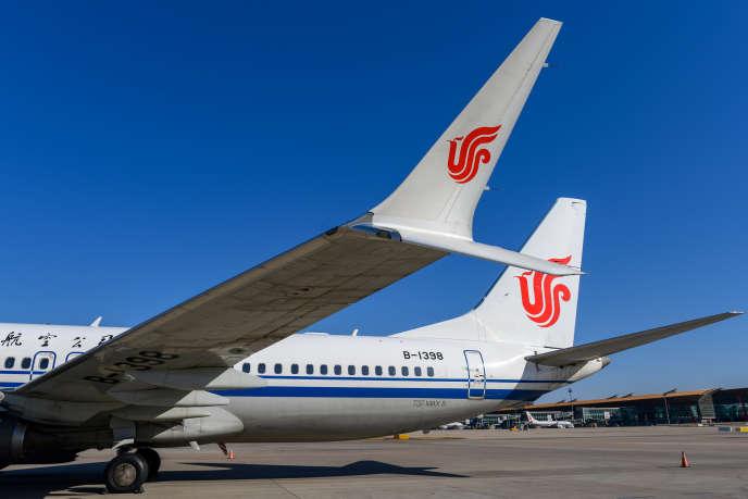 Deux Boeing737 MAX immobilisés au sol sur décision des autorités chinoises, à l'aéroport dePékin, le 11 mars.