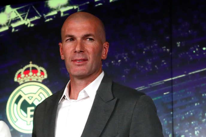Zinédine Zidane, de retour comme entraîneur duRealMadrid, lors de sa conférence de presse d'arrivée, au stade SantiagoBernabeu, le 11 mars.