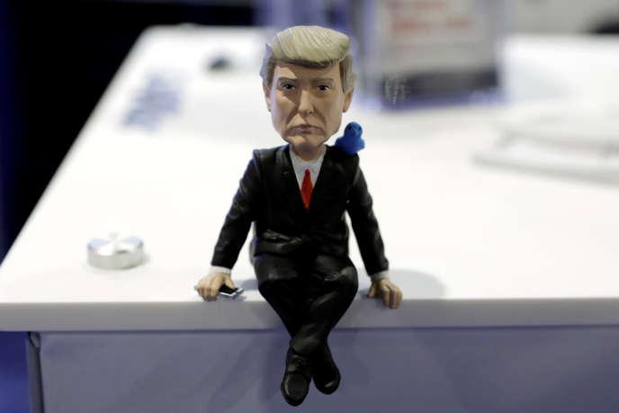 Une figurine représentant Donald Trump.