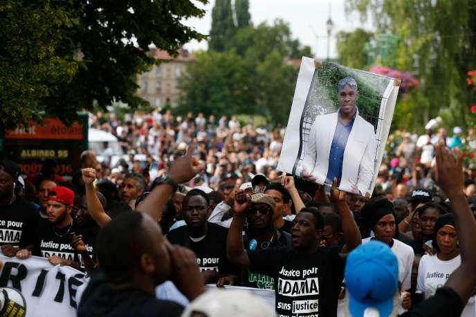 Marche en mémoire d'Amada Traoré, à Beaumont-sur-Oise (Val-d'Oise), le 22 juin 2016.