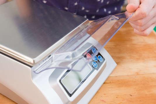 La protection en plastique de la KD8000 de My Weigh met à l'abri son écran et ses boutons lors du rangement.