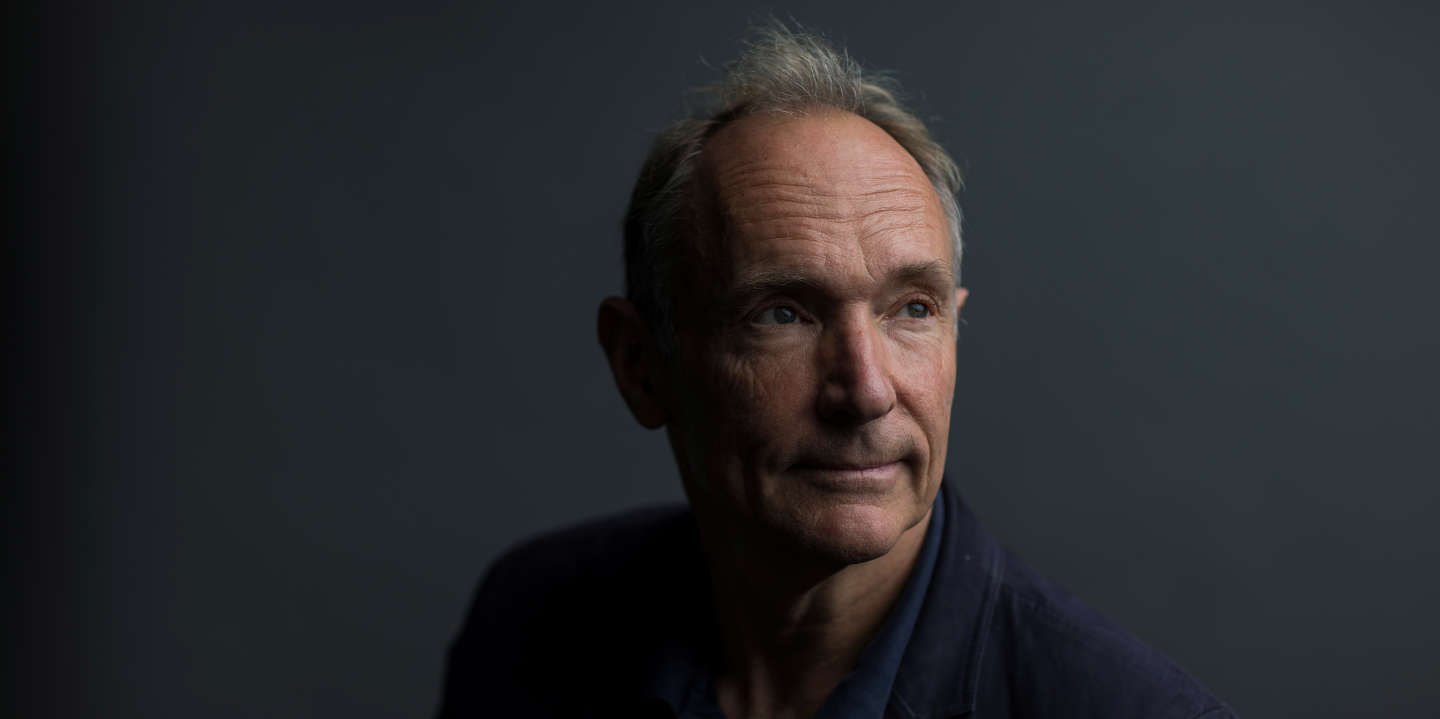World Wide Web founder Tim Berners-Lee poses for a photograph following a speech at the Mozilla Festival 2018 in London, Britain October 27, 2018. Picture taken October 27, 2018. REUTERS/Simon Dawson - RC1F54137EF0