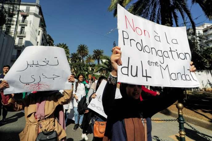 Le 12 mars, les Algérois ont manifesté en faveur d'un changement radical à la tête de l'Etat algérien.