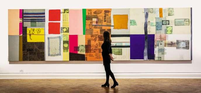 Anticipant d'éventuelles taxes douanières consécutives au Brexit,les musées et marchands d'art s'organisent pour transporter leurs œuvresavant que le divorce ne soit prononcé. Ici, une toile de RobertRauschenberg exposée à la galerie Thaddaeus Ropac de Londres, en novembre 2018.