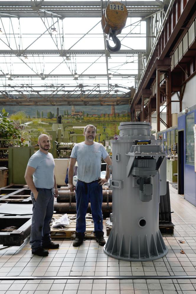 Fabrication des châssis pourla partie souterraine des fontaines dans les ateliers de la Sacmo, à Couëron, en Loire-Atlantique, l'une des quarante entreprises mobilisées pour le projet.