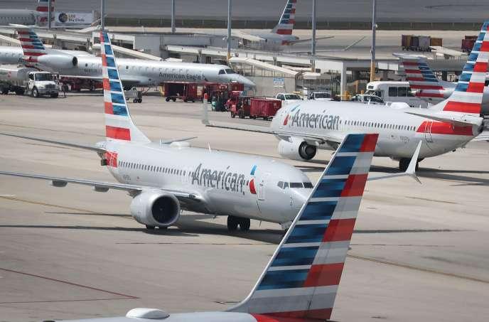 Des 737 MAX d'American Airlines, à Miami, mardi 12 mars.